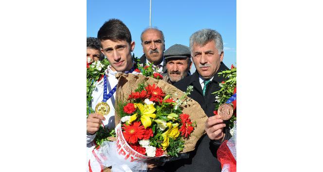 Polat, milli sporcuları kutladı