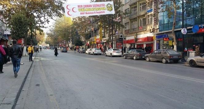 MHP'den Yeni Malatyaspor'a pankartlı destek
