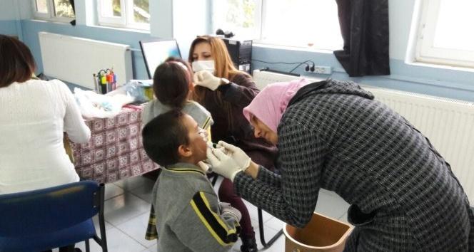 Selendili öğrencilere diş taraması