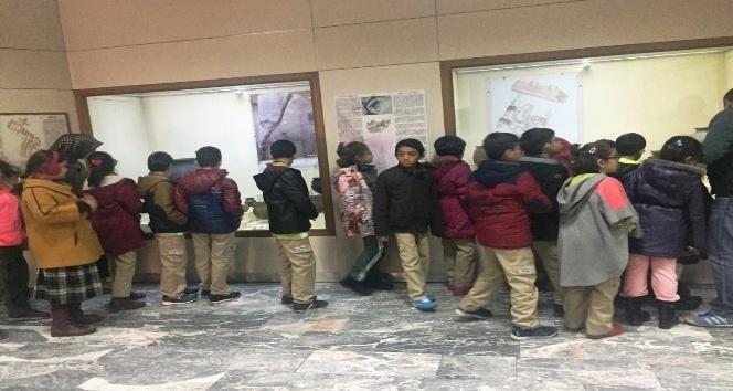İlkokul öğrencileri müzeyi gezdi