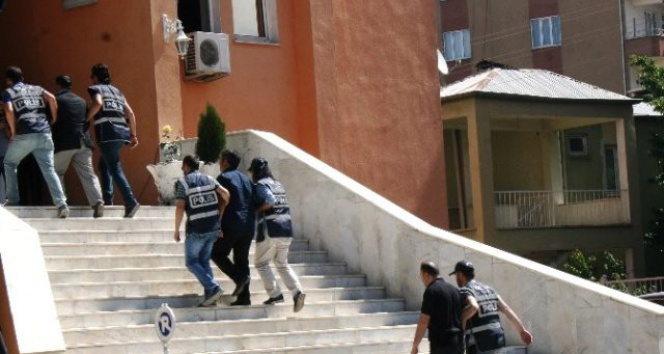 Tuzluca'da eş başkanlar tutuklandı