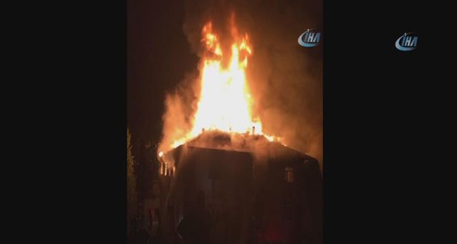 Adanada kız öğrenci yurdunda yangın: 1 görevli ve 11 öğrenci hayatını kaybetti