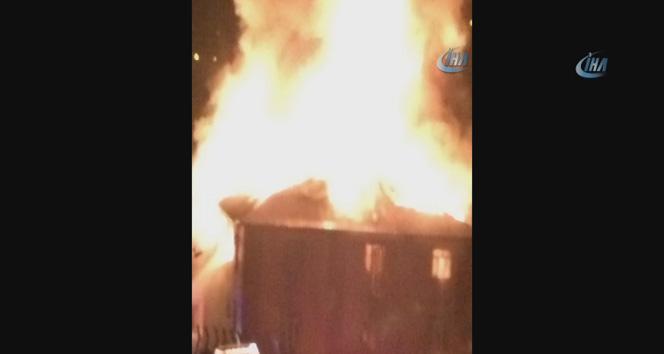 Yangından kaçmak isteyen öğrenciler pencereden atladı