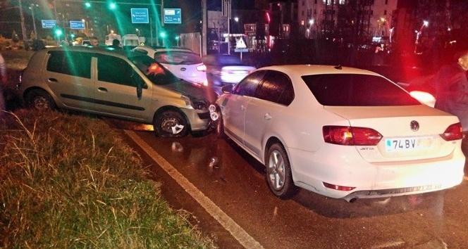 Otomobilin çarptığı kadın taklalar atarak sağlık merkezi önüne düştü