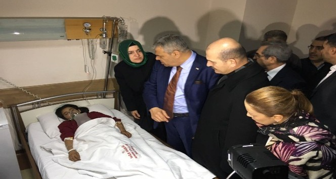 Başbakan yardımcısı ve bakanlar yaralıları ziyaret etti