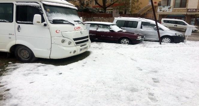 Denizli'ye mevsimin ilk karı düştü