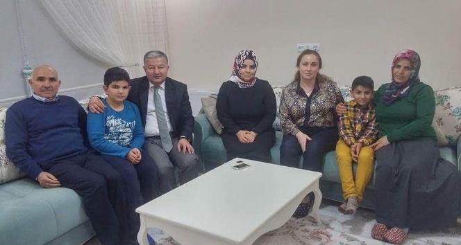 Kaymakam Duru Şehit Kocatürk'ün ailesini ziyaret etti