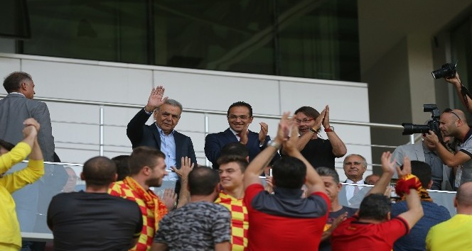 Bornova Stadı'nın seyirci kapasitesi 11 bin 500'e çıkarılacak