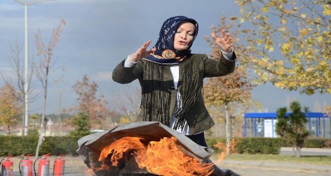 ESOĞÜ'DE sivil savunmaya kadın eli değdi
