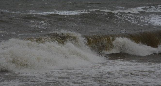 Karadeniz'de fırtına çıktı dalga boyu 5 metre oldu