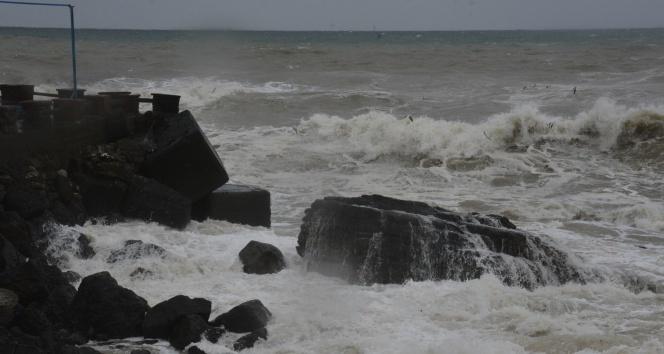 Karadenizde fırtına çıktı dalga boyu 5 metre oldu