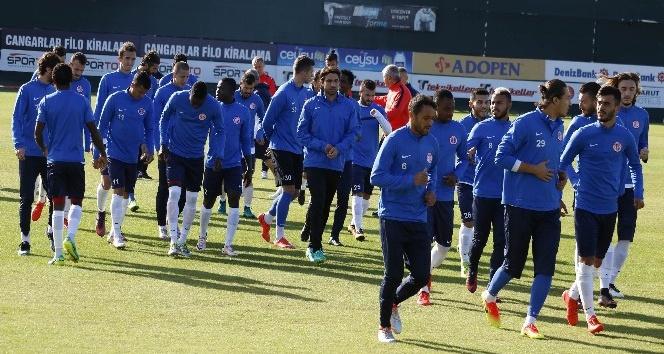 Antalyaspor, Medipol Başakşehir'e eksiksiz hazırlanıyor