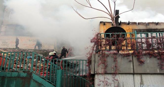 Kağıthane'de gecekondu yangını