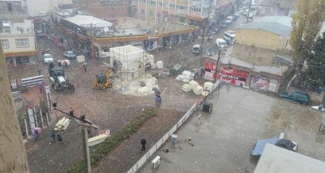 Ergani'ye yılın ilk karı düştü