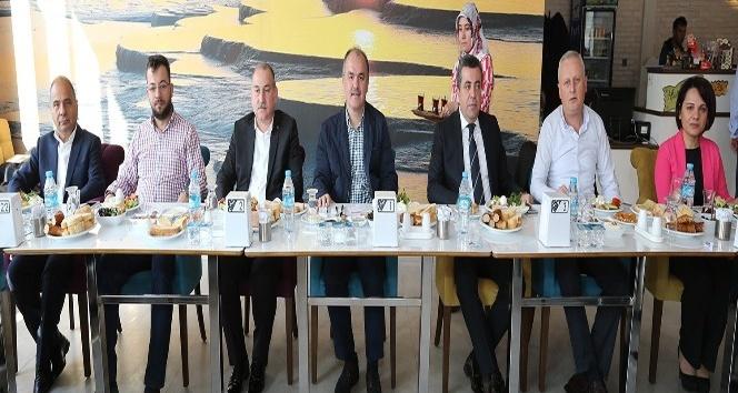 """Başkan Gürlesin: """"Türkiye'ye örnek projelerimiz var"""""""