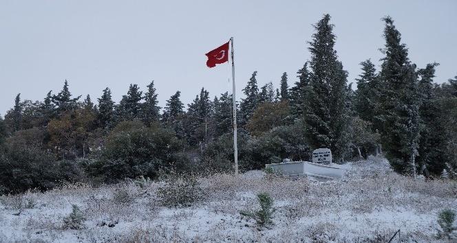 Lapseki'ye yılın ilk karı yağdı