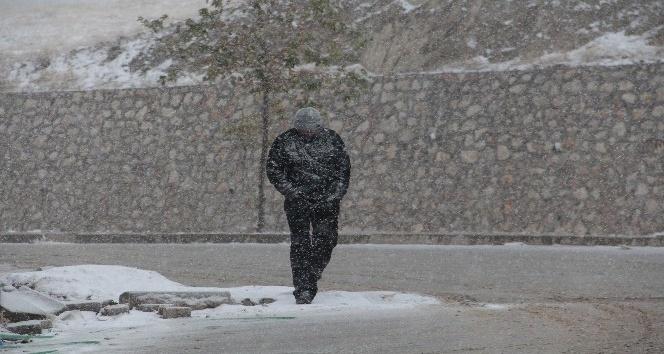 Elazığ'a yılın ilk karı yağdı
