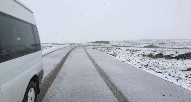 Siverek'te yılın ilk karı düştü