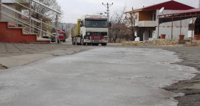 Erdemli'nin yüksek kesimlerinde sular dondu