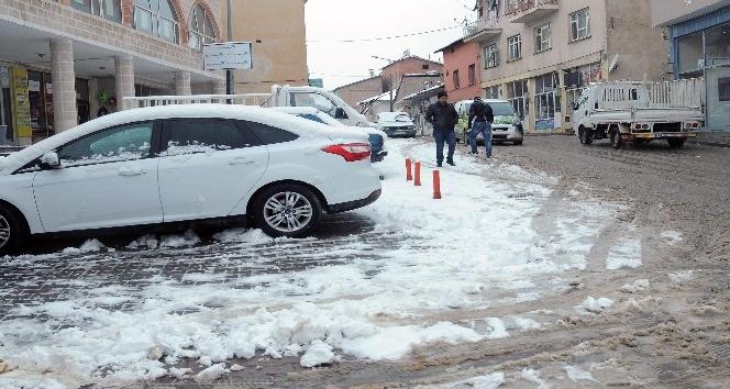 Çelikhan'a yılın ilk karı düştü