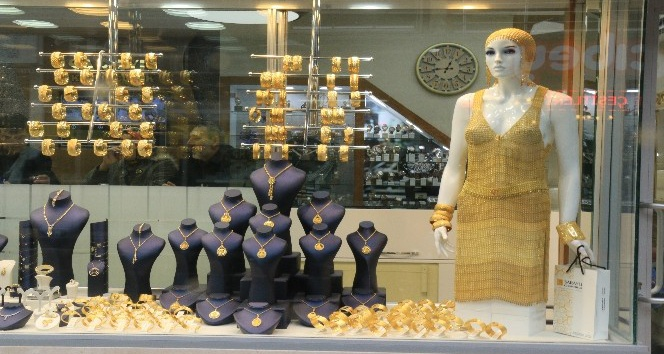 (Özel Haber) 360 bin TL değerindeki altın elbise Gebze'de satışa çıktı