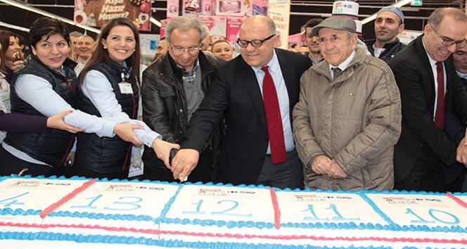 Türkiyenin ilk hipermarketi İçerenköy CarrefourSA, 23. yılını kutladı