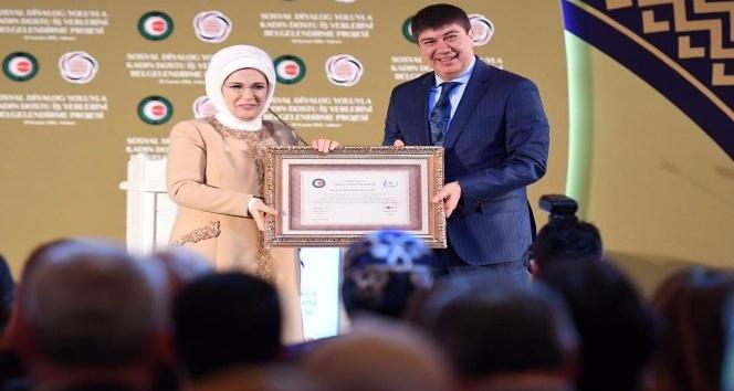 Antalya Büyükşehir'e  'Kadın dostu iş yeri