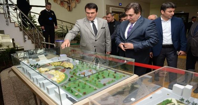 Vali Küçük'ten Osmangazi'nin projelerine övgü