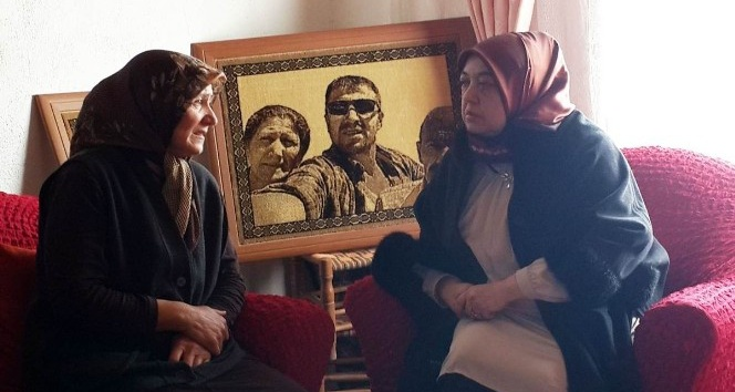 Vali Özefe'nin eşi Hacer Özefe, şehit ailesine ziyarette bulundu