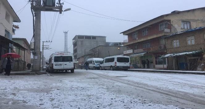 Beytüşşebap'a yılın ilk karı yağdı