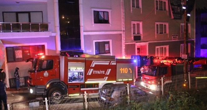 Apartmandaki elektrik panosu yangınında 5 kişi hastanelik oldu