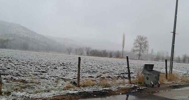 Gölbaşı ilçesine mevsimin ilk karı yağdı