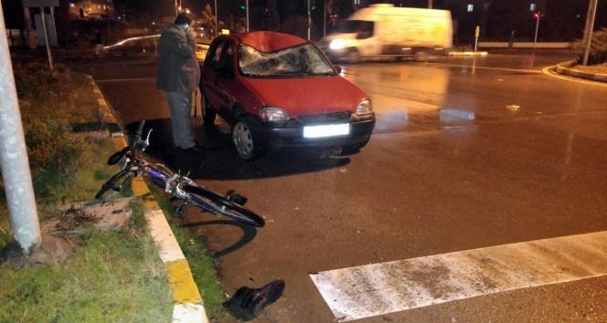 Bisikletli yaşlı adama otomobil çarptı