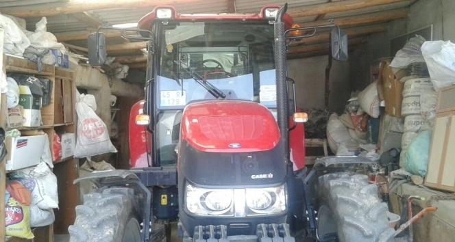 Çekiciye yüklenen traktör çalındı
