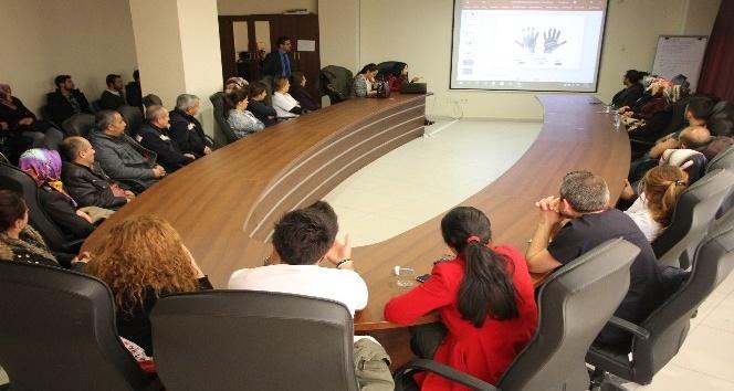 Diyaliz merkezi görevlilerine enfeksiyon eğitimi
