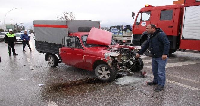 Kocaeli'de 3 araç birbirine girdi: 2 yaralı