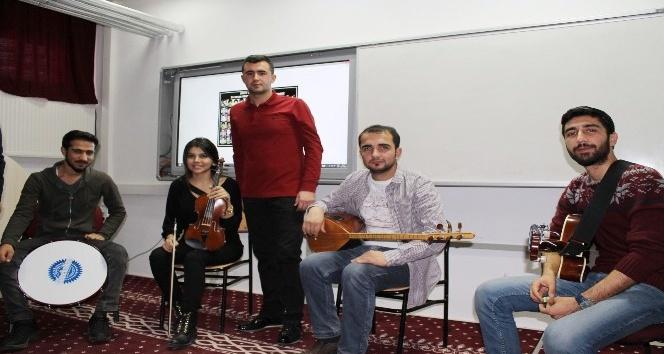 Müziksel faaliyetler topluluğundan ortaokul öğrencilerine konser