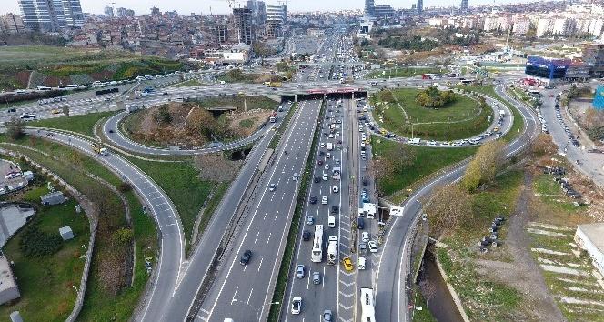 İBB'nin yol çalışması nedeniyle kilitlenen trafik havadan görüntülendi