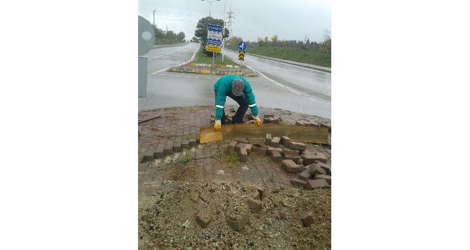 İzmit Belediyesi, parklarda tamirat yapıyor