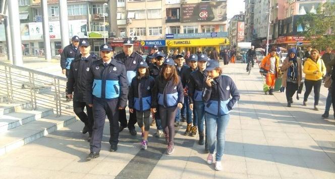 İzmit Belediyesi öğrencilerden gönüllü zabıta ekibi oluşturdu