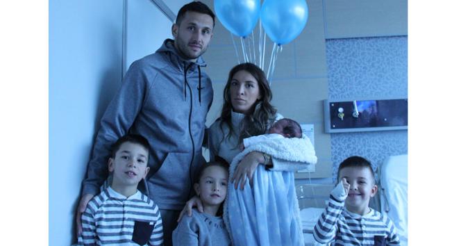 Vukovic 4. kez baba oldu