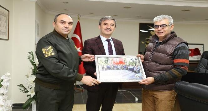 Başkan Şirin'den Gürkaş'a anlamlı hediye
