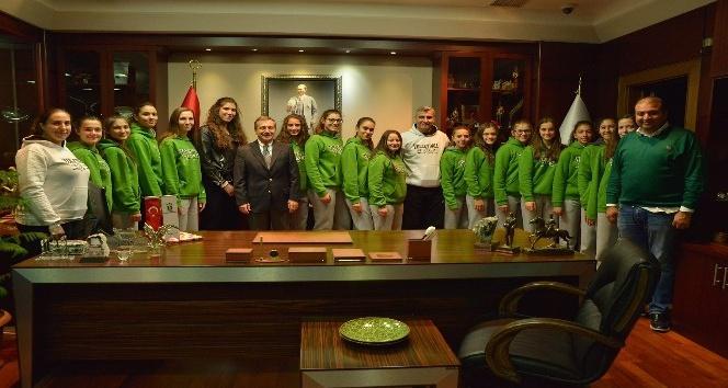 Şampiyon kızlar Ataç'a hedeflerini anlattı