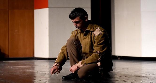 Kahraman Ömer Halisdemir tiyatroyla anıldı