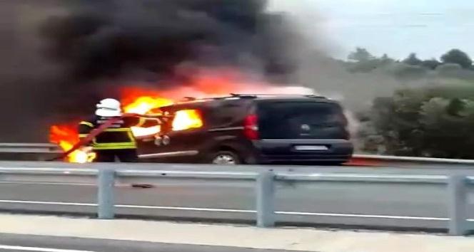 Söke'de  otomobil cayır cayır yandı