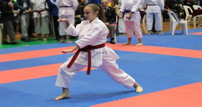 Türkiye Karate Şampiyonası Kuşadası'nda başladı