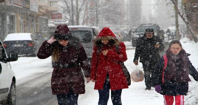 Karlı yollar vatandaşlara zor anlar yaşattı
