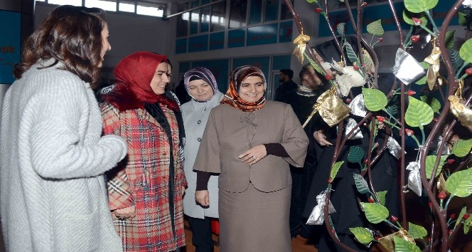 Vali Vasip Şahin'in eşi, Tuzla Belediyesi Gönül Elleri Çarşısı'nı ziyaret etti