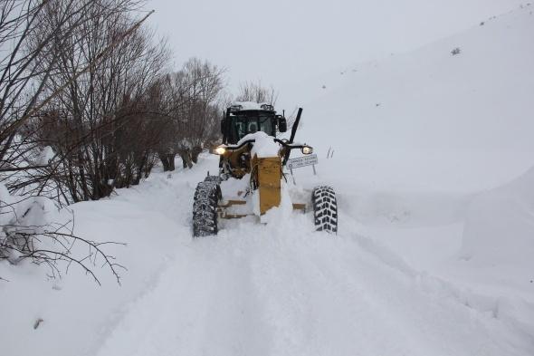 Kar hayatı olumsuz etkiliyor! Bazı bölgelerde okullar tatil