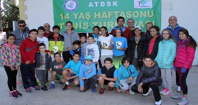 14 yaşın kupaları İpek Soylu'dan